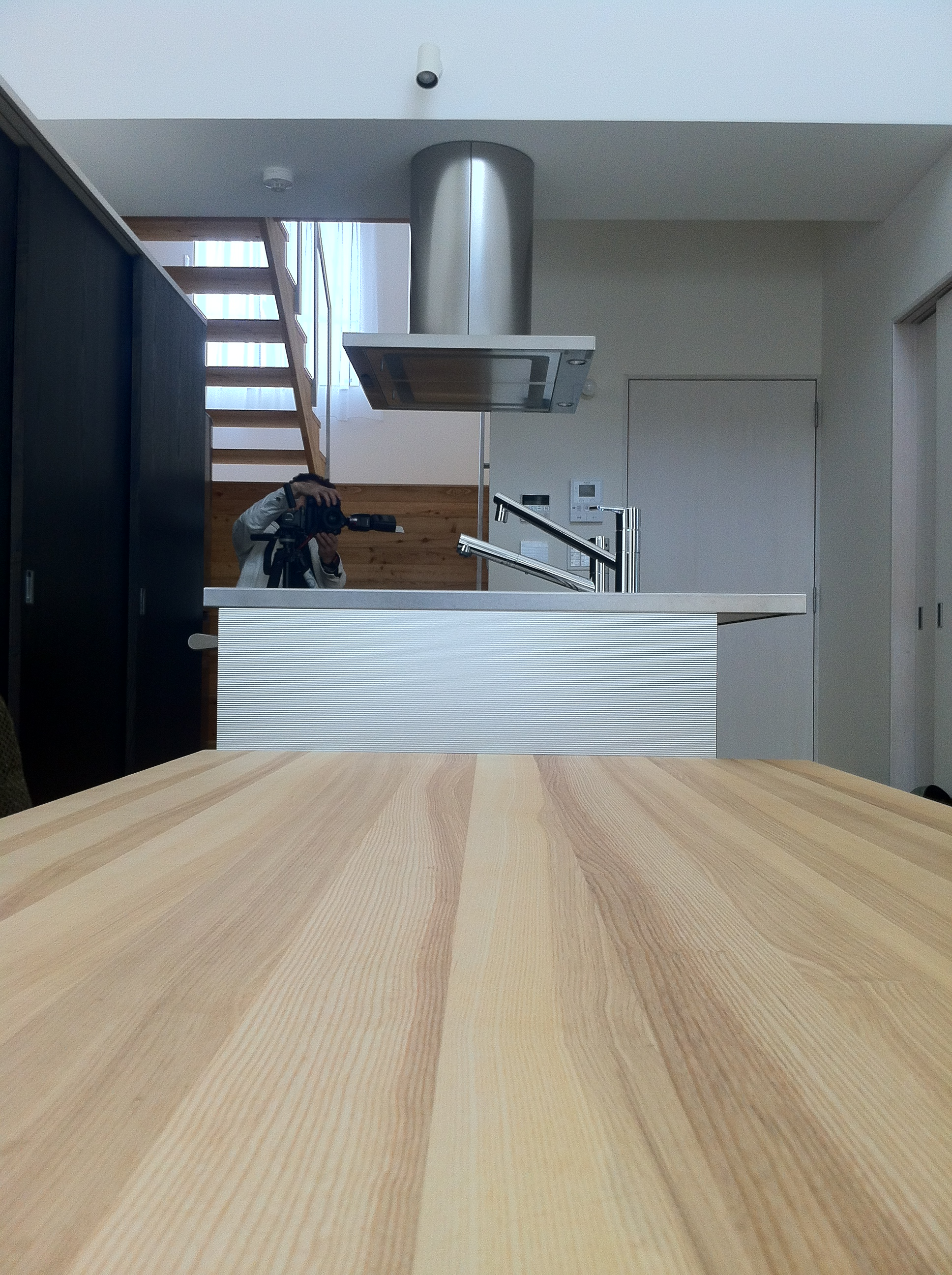 ダイニングテーブルとキッチン、横長の関係